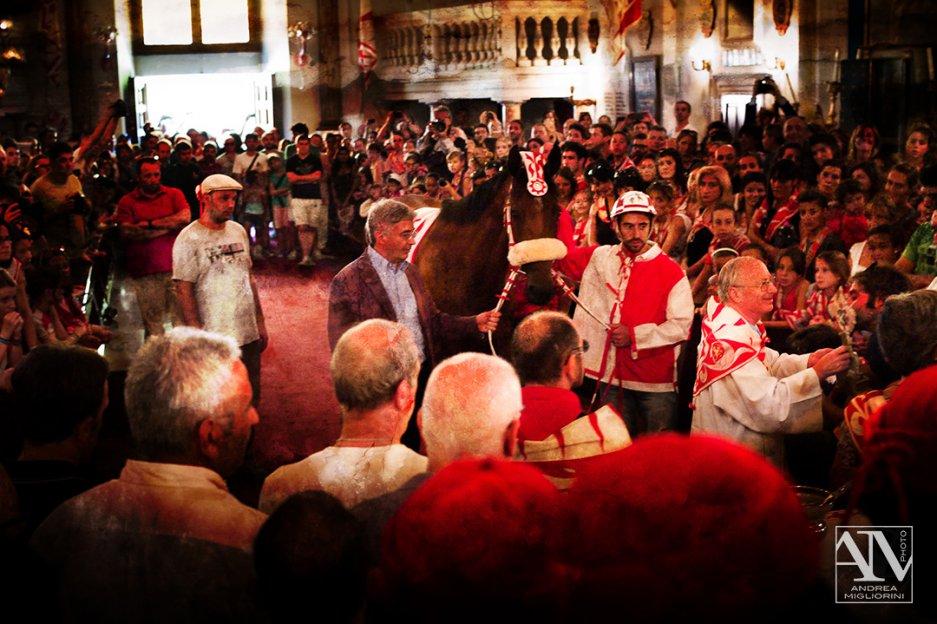 Photo Palio Siena Benedizione del Cavallo Contrada della Giraffa